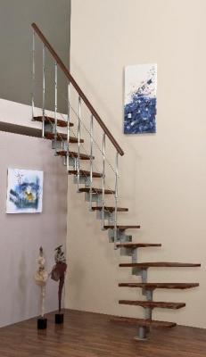 Montované priestorovo úsporné schody z bukového masívu